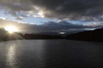 Sonnenaufgang im Hafen von Manapouri