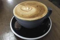 Ein Flat White Kaffee
