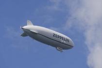 Ein Zeppelin über Meersburg