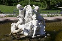 Brunnenskulpturen vor der Kaiservilla