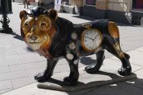 Löwe vor Uhrengeschäft in Bad Ischl