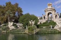 Großer Brunnen im Park