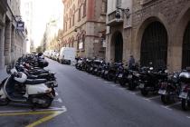Viele Motorroller parken hier