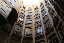 Im Innenhof der Casa Milà