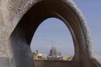 Blick durch Bogen auf Sagrada Familia