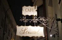 Schild an einem Cafe in der Hofgasse