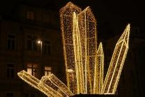 Kristallgebilde aus Lichtern in der Maria-Theresienstraße