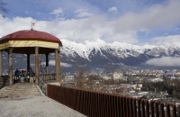 Aussichtspavillon am Bergisel mit Blick auf Innsbruck