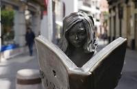 Eine belesene Figur