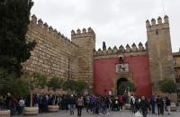 Schlange am Eingang zum Alcazar