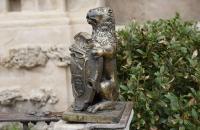 Löwe mit Wappen