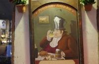 Dem Herrn rinnt der Bierschaum schon beim Hut raus :-)