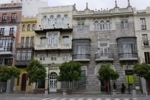 Schöne, alte Gebäude am Plaza de Nueva