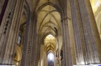 Das hohe Gewölbe der Kathedrale