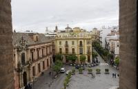 Blick vom Giralda auf den Platz vor der Kathedrale