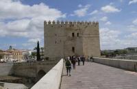 Am anderen Ende der Steinbrücke