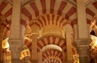 Maurische Gewölbe in der Mezquita Catedral