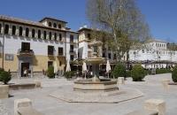 Platz vis-a-vis von der Alhambra