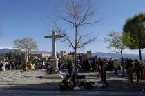 Von diesem Platz hatte man einen wunderbaren Blick auf die Alhambra und die schneebedeckten Berge der Sierra Nevada