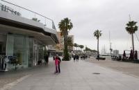 Allerlei Shops im Hafen von Malaga