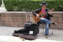 Cooler Straßengitarrist der aber echt gut musizierte