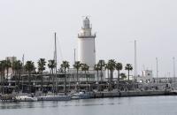 Kleiner Leuchtturm im Hafen von Malaga