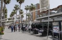 Strandpromenade mit vielen, kleinen Restaurants