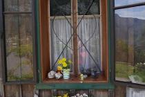 Altes, geschmücktes Fenster in Altaussee