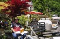 Leckeres Bräuhaus-Bier am Ufer des Hallstättersee