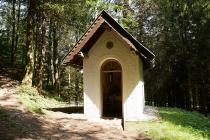 Kleine Kapelle am Wegesrand