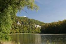 Blick auf die Donau und die Befreiungshalle von Kelheim