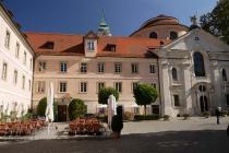 Im Innenhof des Klosters Weltenburg