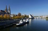 Blick auf die Donau, den Dom und die Steinbrücke von Regensburg