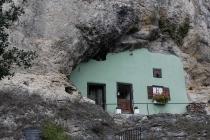 Haus im Fels gebaut
