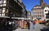 Nahe dem Münster gibt es unzählige Kitsch-Geschäfte
