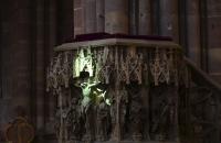 Grüner Strahl zur Tag-Nachtgleiche im Straßburger Münster zur Mittagszeit