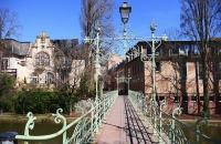 Schöne, alter Fußgängerbrücke