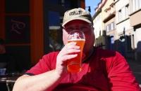 Schön zischte das Bier in der Sonne