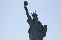 Replika der New Yorker Freiheitsstatue in einem Kreisverkehr in Colmar
