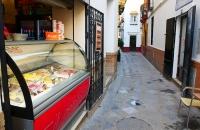 Eines der unzähligen Eisgeschäfte in Sevilla