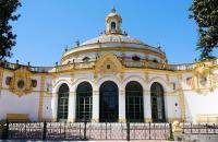 Schönes, altes Gebäude in Sevilla