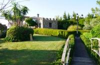 Grüner Garten vor dem Ferienhaus