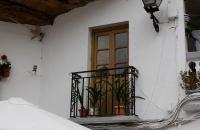 Kleiner Balkon unter Felsen in Setenil De Las Bodegas