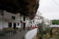 Ortsbild in Setenil De Las Bodegas
