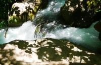 Klar fließendes Wasser