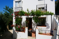 Haus mit viel Blumenschmuck in Zahara