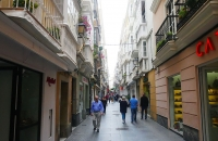 Eine der vielen, engen Gassen in Cádiz