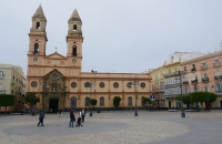 Platz mit Kirche in Cádiz