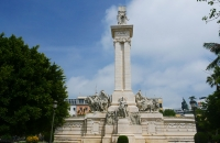 Große Statue in Cádiz