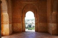 Im Inneren eines Gebäudes der Alhambra